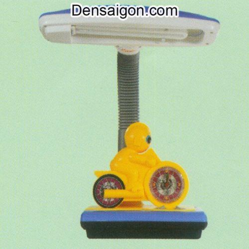 Đèn Bàn Học Tay Đua Màu Vàng - Densaigon.com