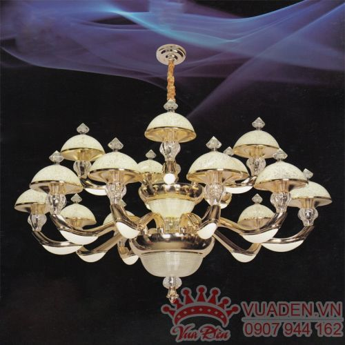 Đèn chùm kiểu dáng ấn tượng trang trí phòng khách lớn - Densaigon.com
