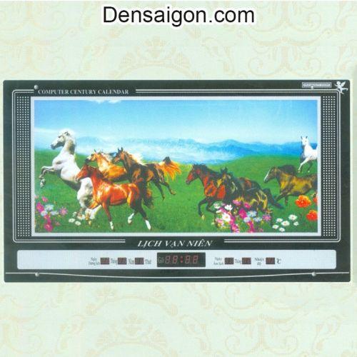 Tranh Đồng Hồ Ngựa Phi Trên Đồng - Densaigon.com